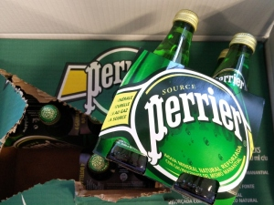 El paquete de trnd con Perrier